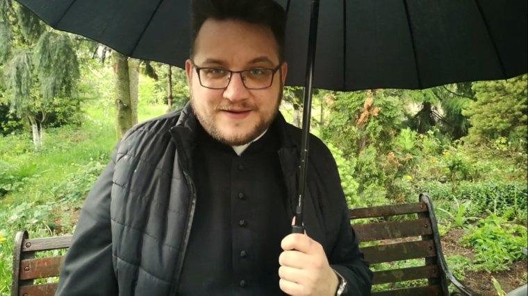 Ksiądz Paweł Nowacki - Youtube  https://www.youtube.com/channel/UCWriUas6saWoxqNjWsQH1Ow