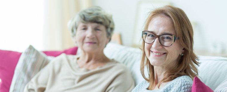 Dlaczego warto podjąć pracę jako opiekun seniora zagranicą?